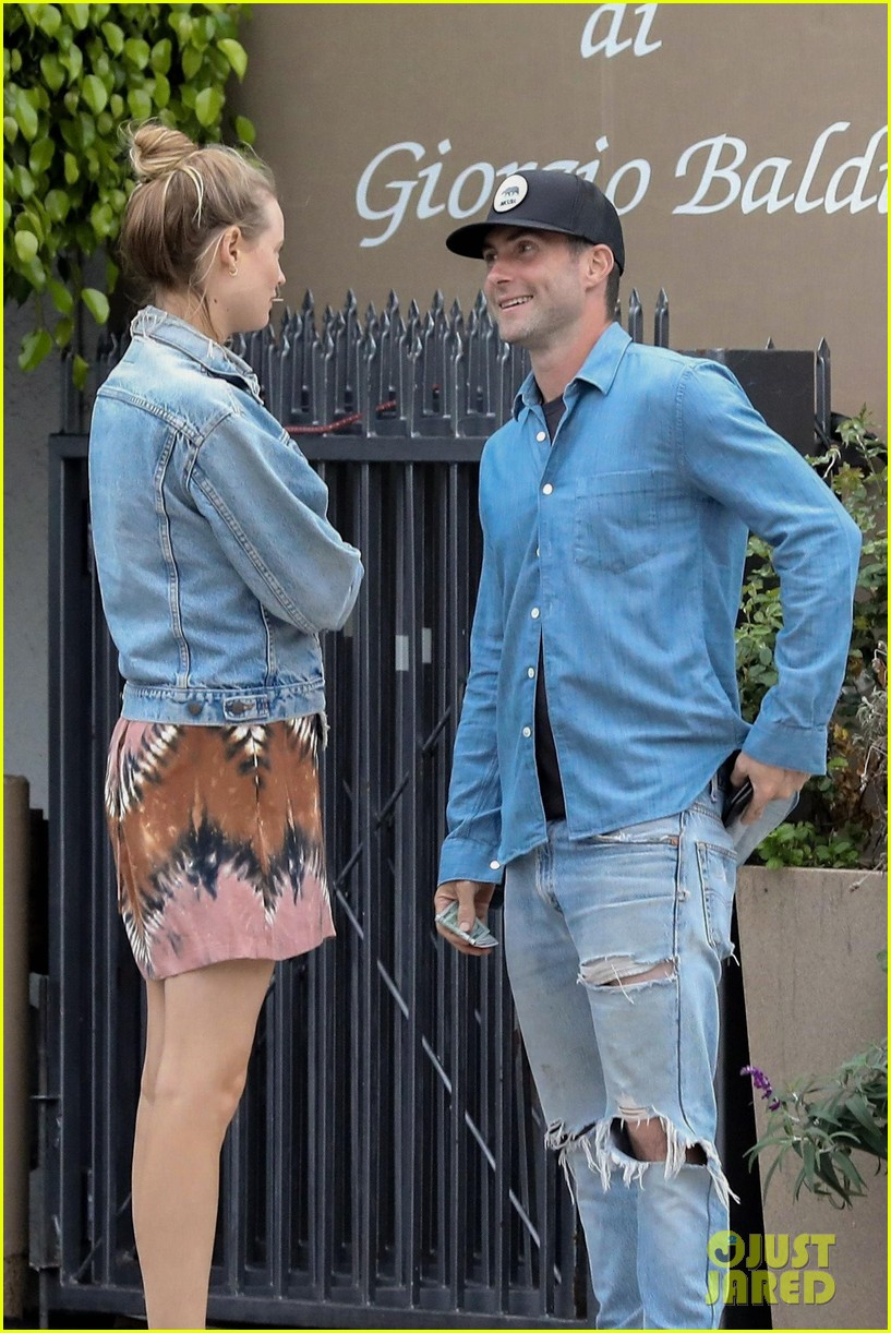adam levine behati prinsloo flaunt cute pda on date night 093919917