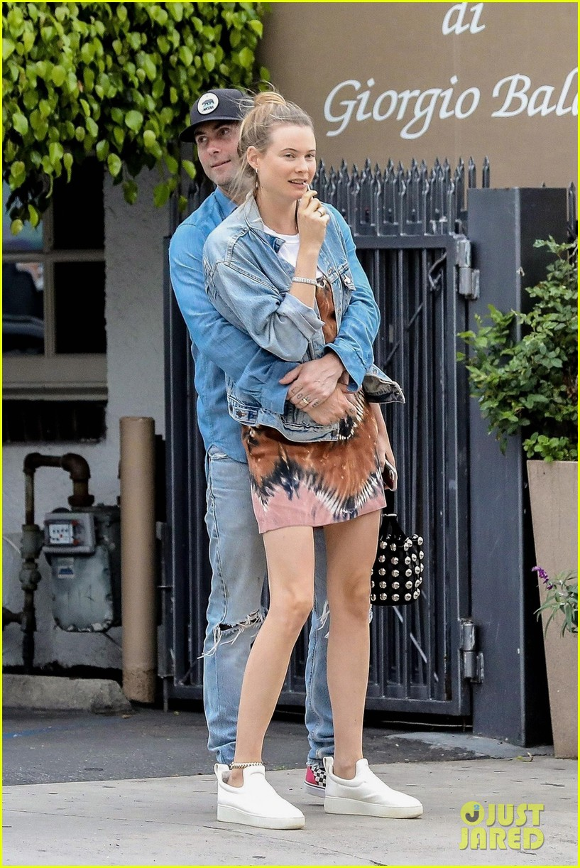 adam levine behati prinsloo flaunt cute pda on date night 153919923