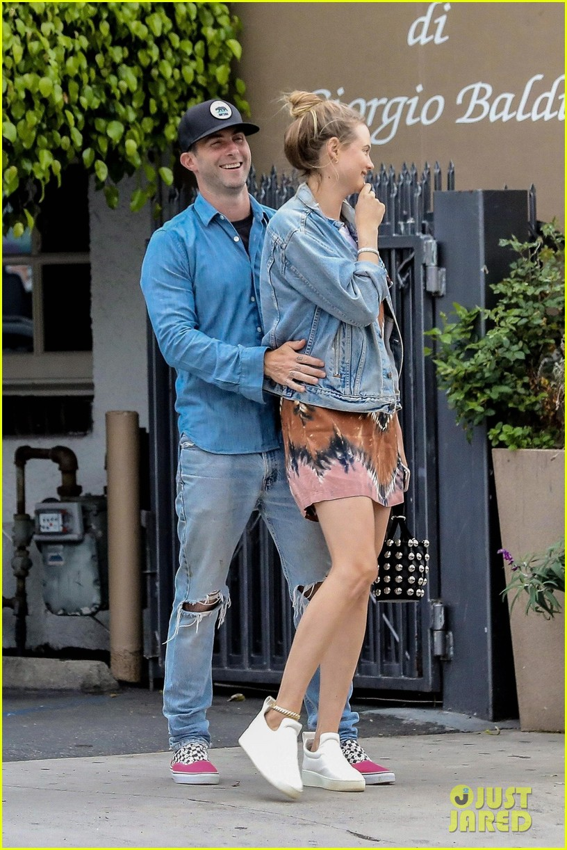 adam levine behati prinsloo flaunt cute pda on date night 183919926
