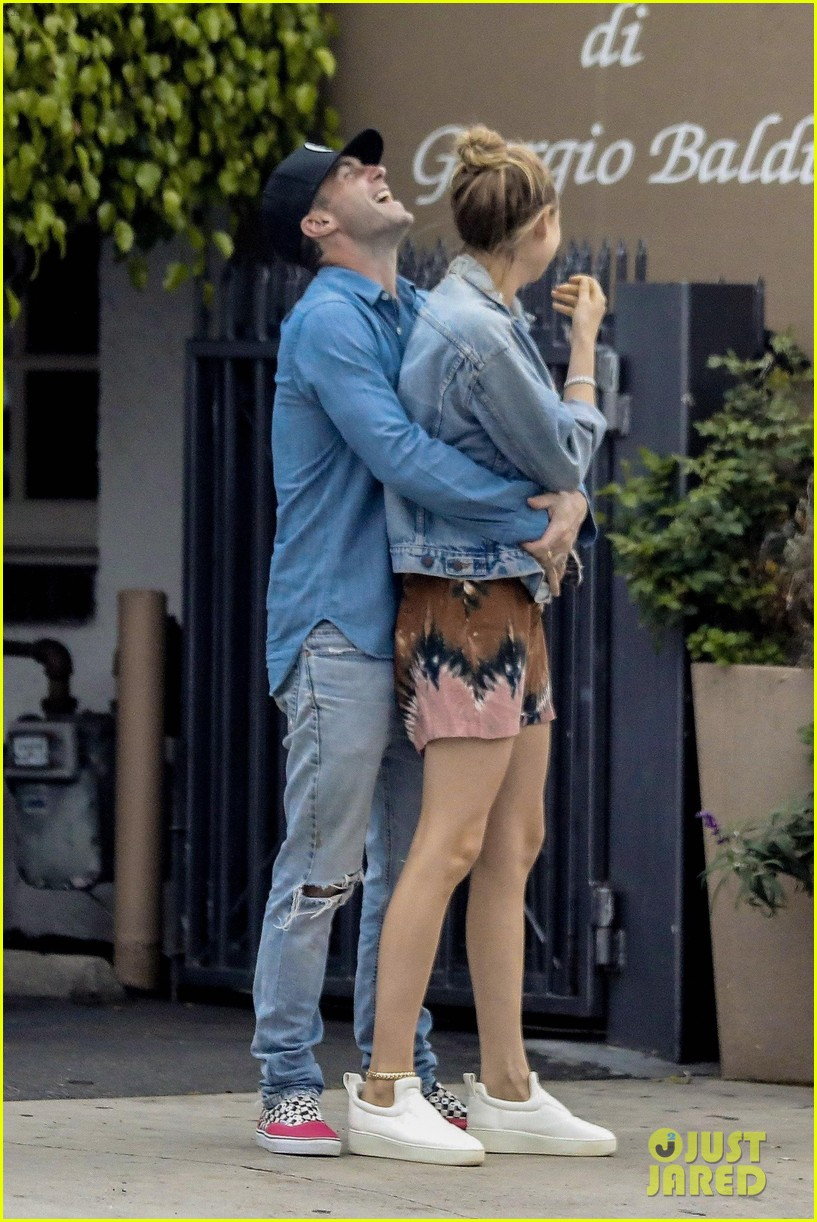 adam levine behati prinsloo flaunt cute pda on date night 243919932