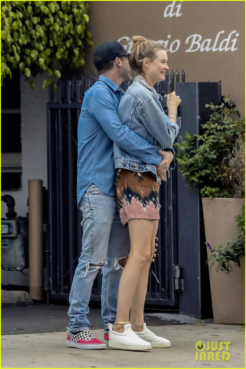 adam levine behati prinsloo flaunt cute pda on date night 263919934