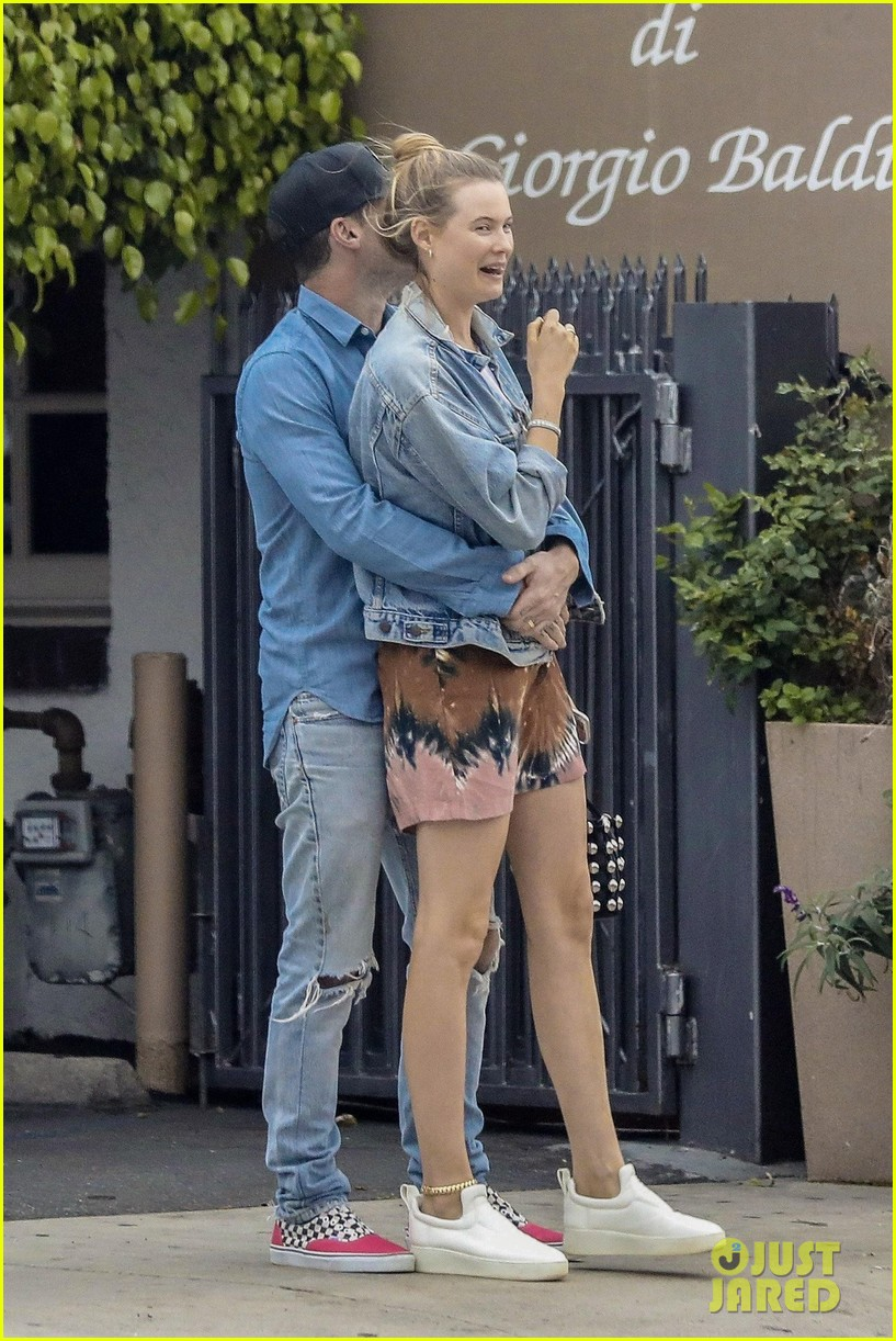 adam levine behati prinsloo flaunt cute pda on date night 303919938