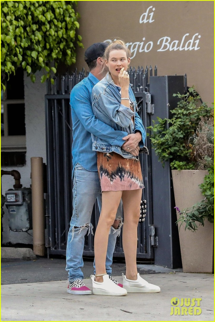 adam levine behati prinsloo flaunt cute pda on date night 323919940