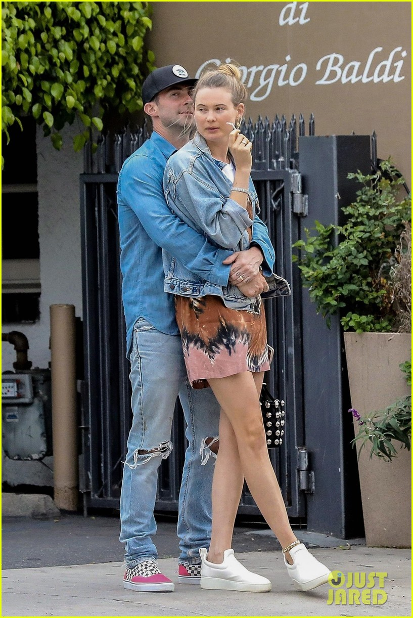 adam levine behati prinsloo flaunt cute pda on date night 393919947