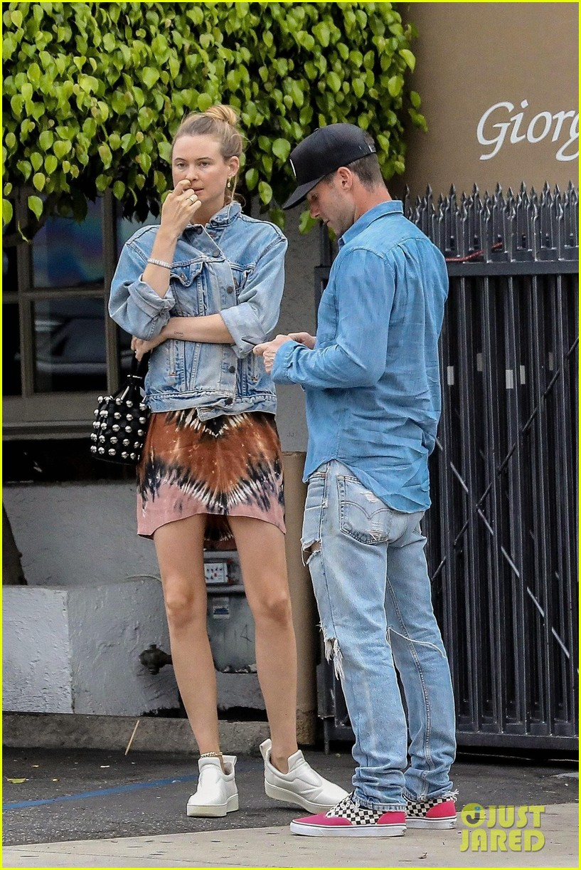 adam levine behati prinsloo flaunt cute pda on date night 453919953