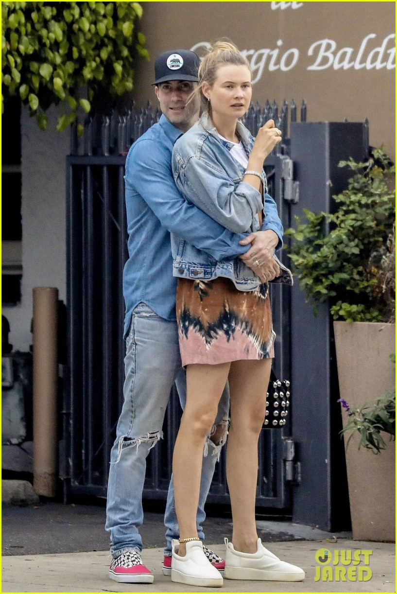 adam levine behati prinsloo flaunt cute pda on date night 513919959