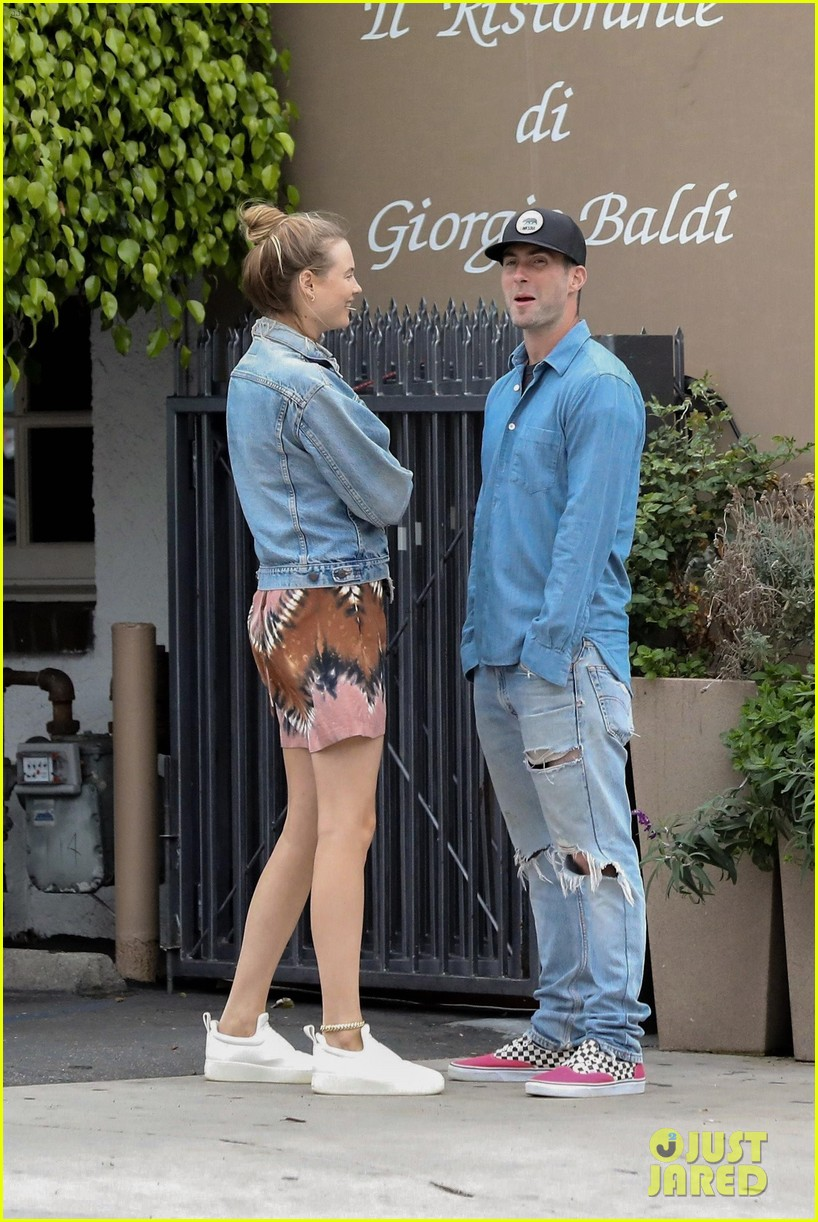 adam levine behati prinsloo flaunt cute pda on date night 523919960