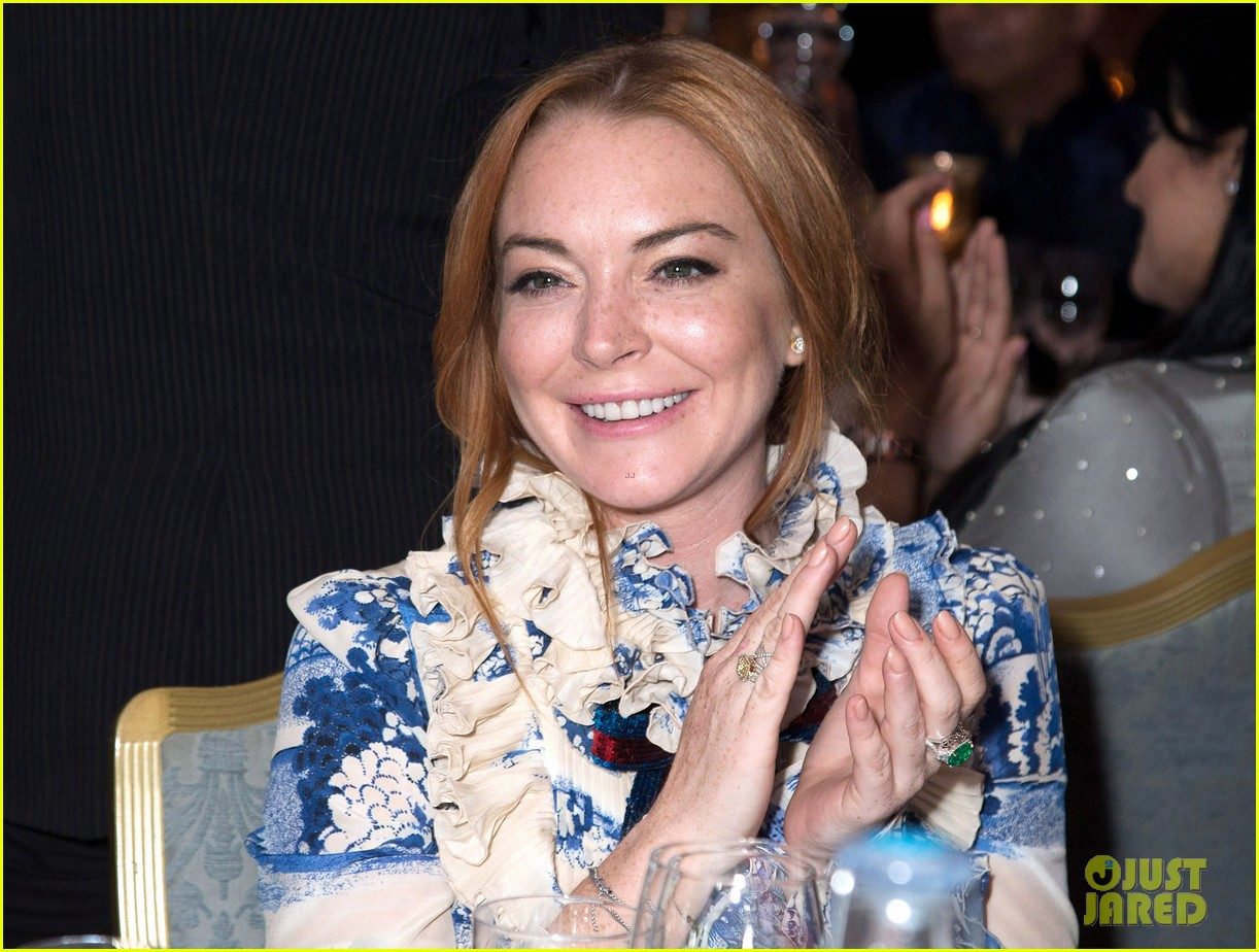 lindsay lohan stuns at british asian trusts ramadan event013914065