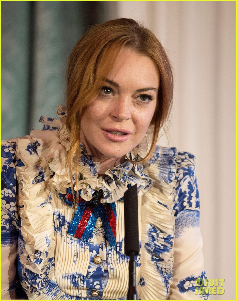 lindsay lohan stuns at british asian trusts ramadan event123914076