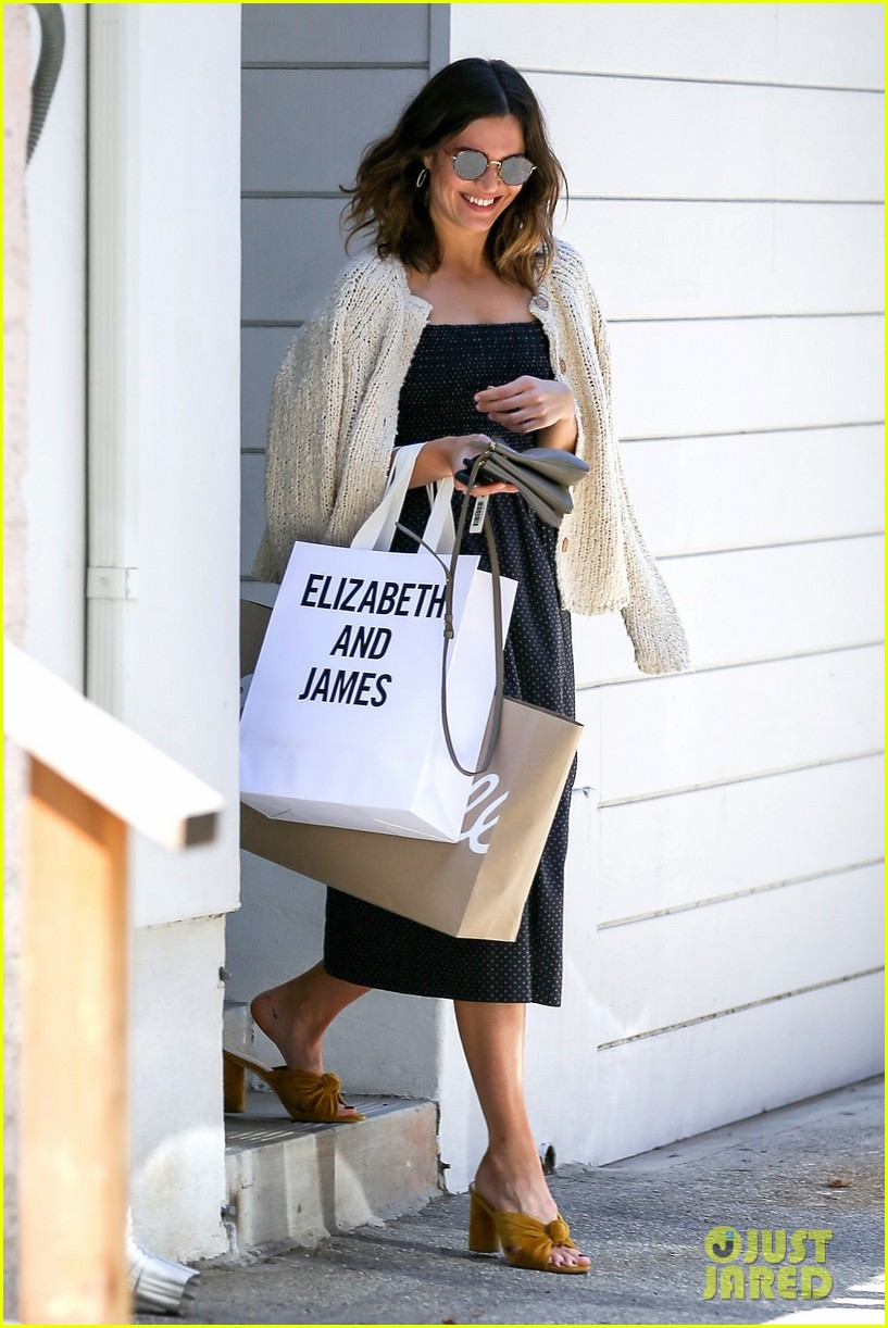 mandy moore smiles shopping weho 053914629