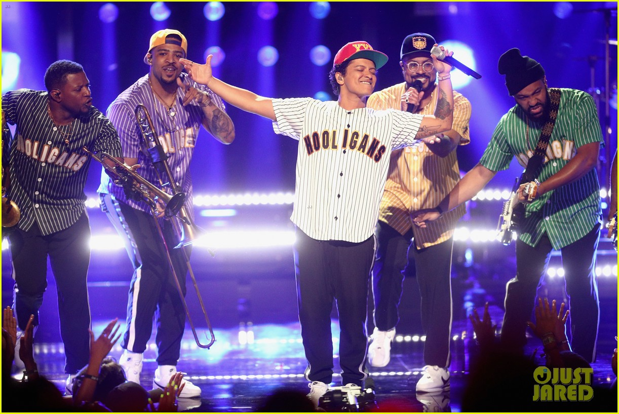 Bruno Mars Performs 'Perm' At BET Awards 2017 (Video