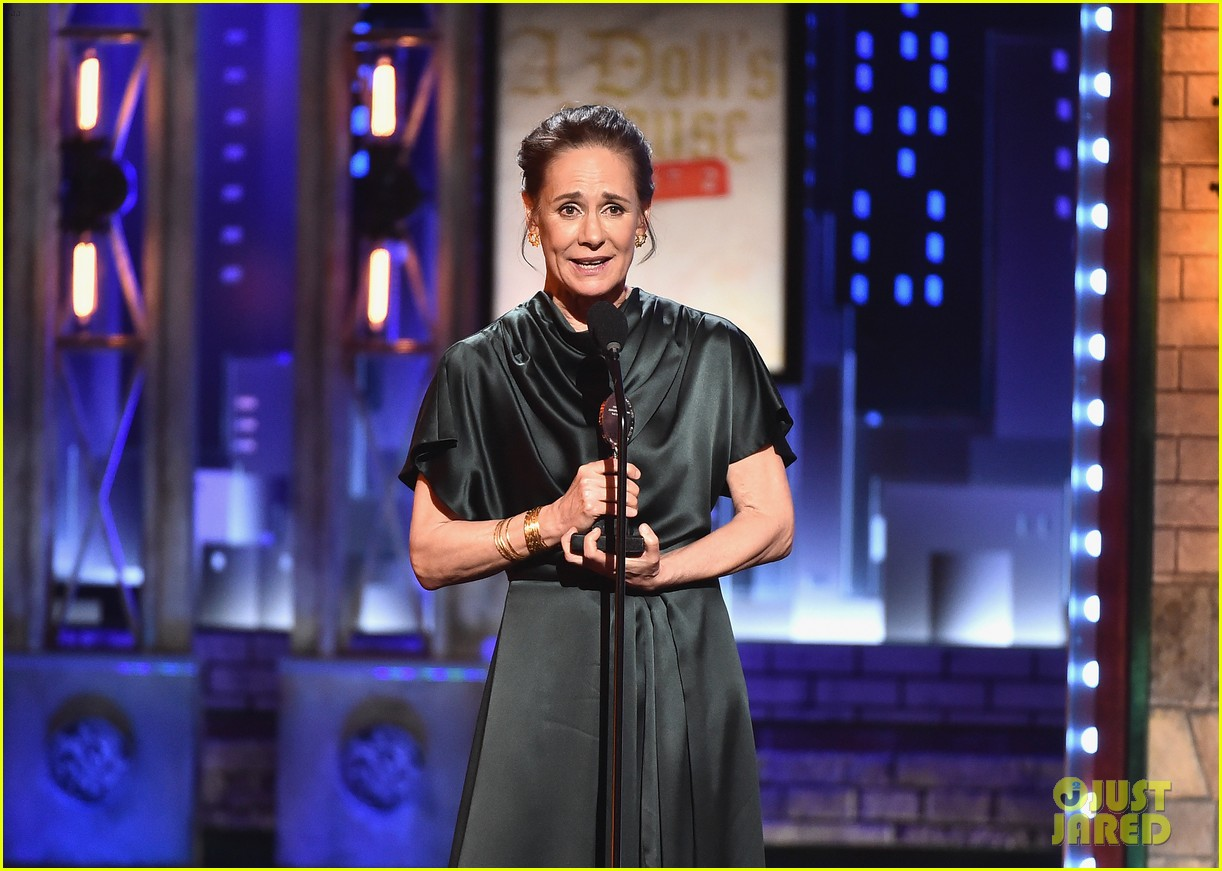 laurie metcalf tony awards 2017 103912908