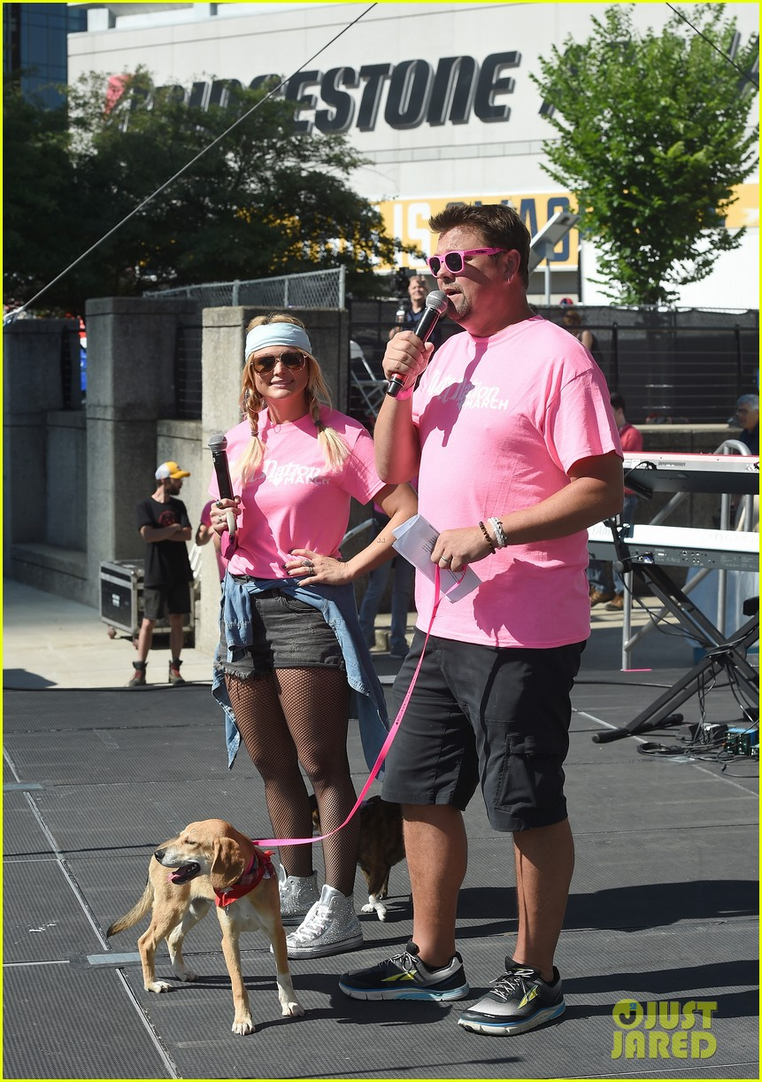 miranda lambert anderson east couple up with cute puppies 053911998