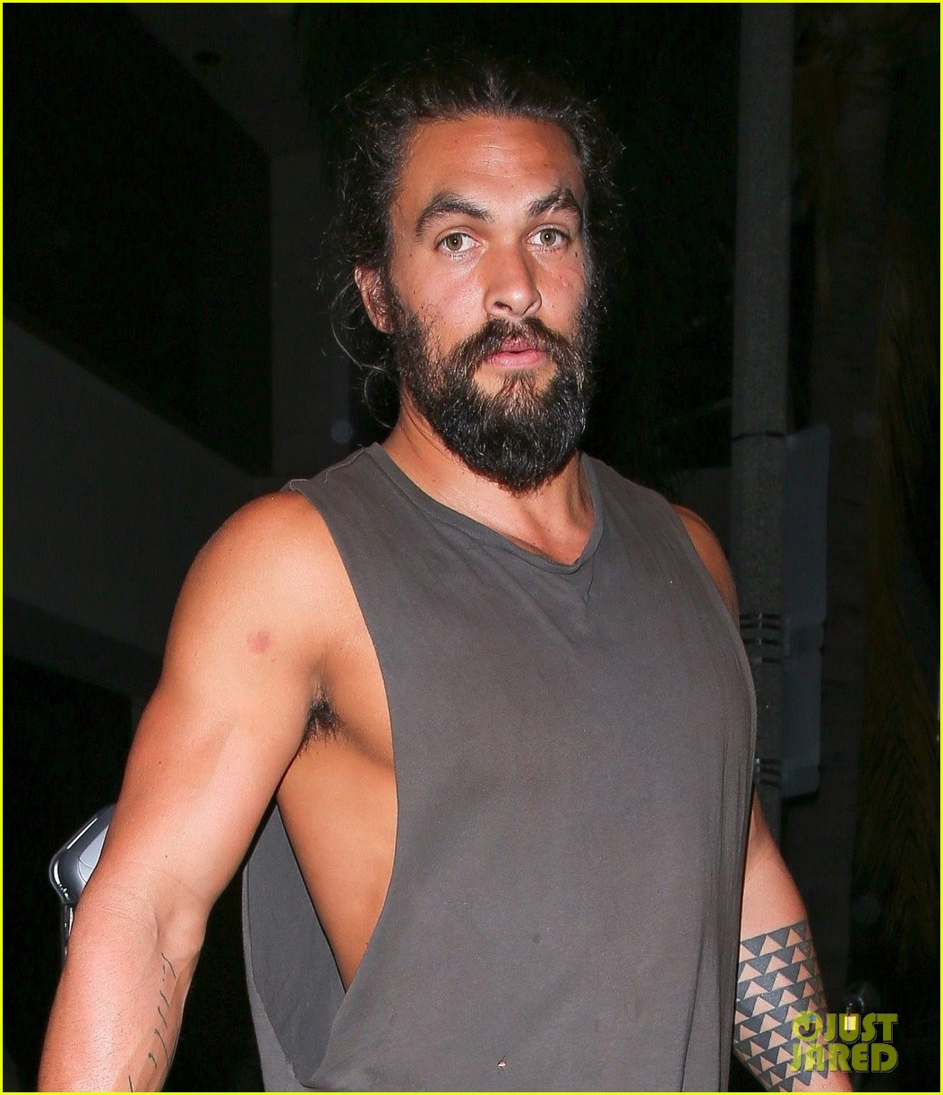 Jason Momoa Muscles Up At Dinner, Bares His Biceps: Photo