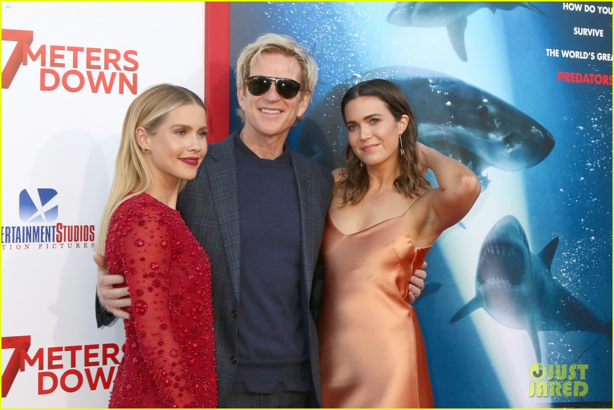 mandy moore felt incredibly lucky to have claire holt as co star in 47 meters down 043913718