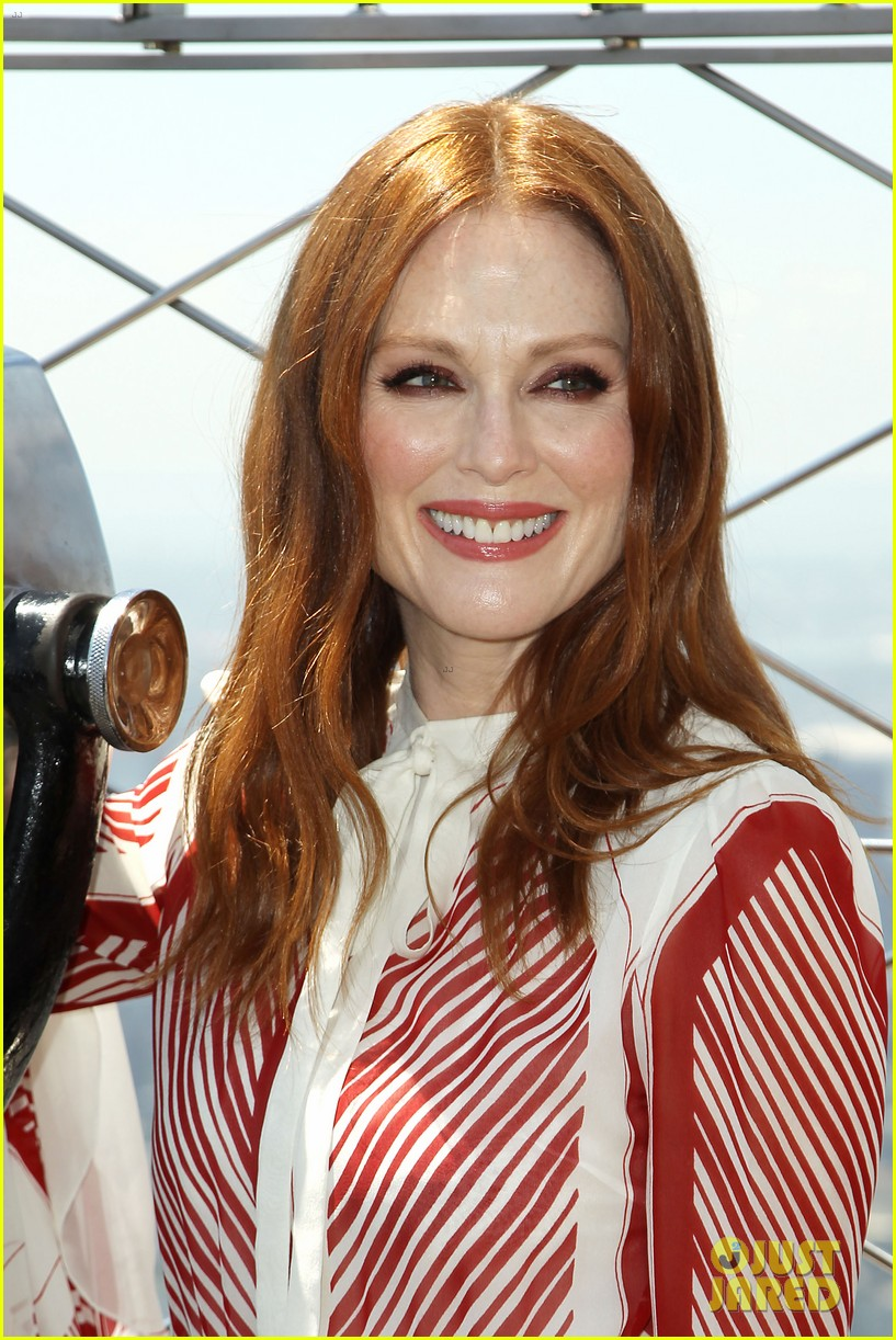 julianne moore urges fans to wear orange on friday 023907910
