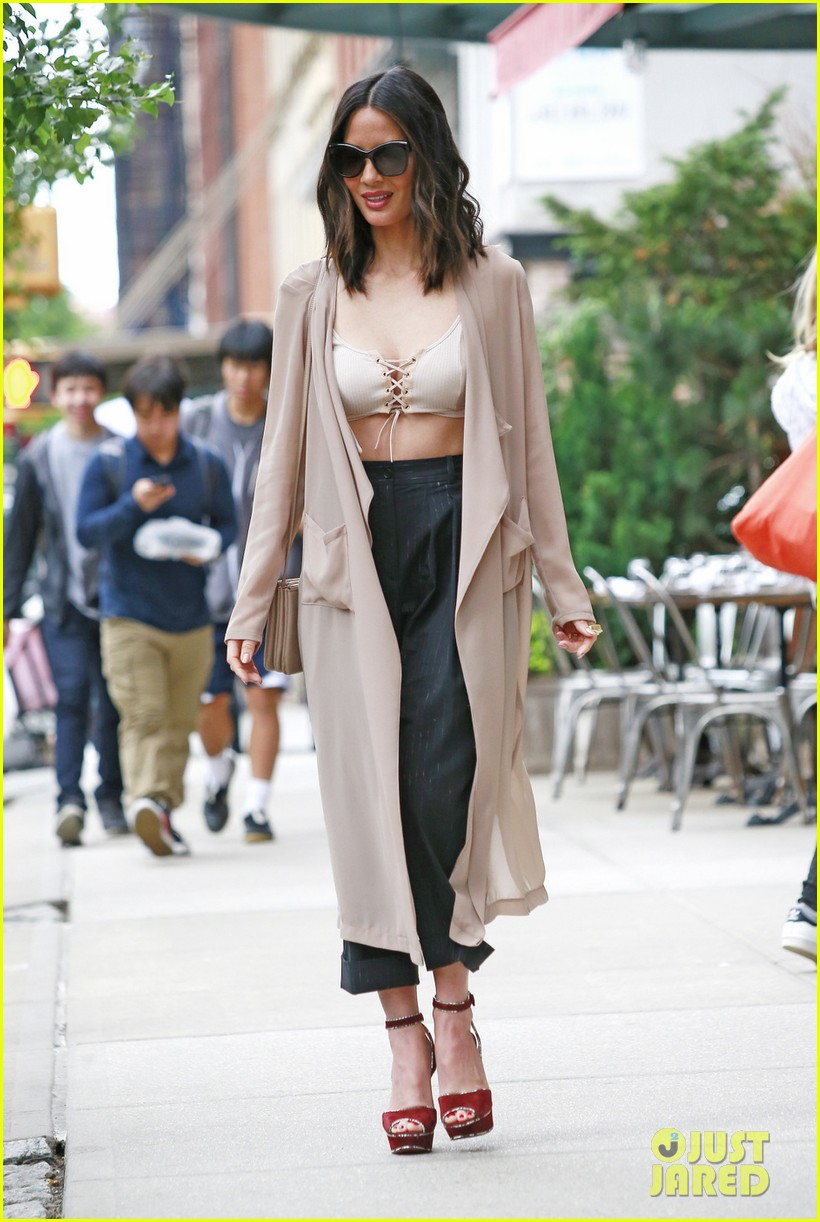 olivia munn shows off some leg in nyc013911686