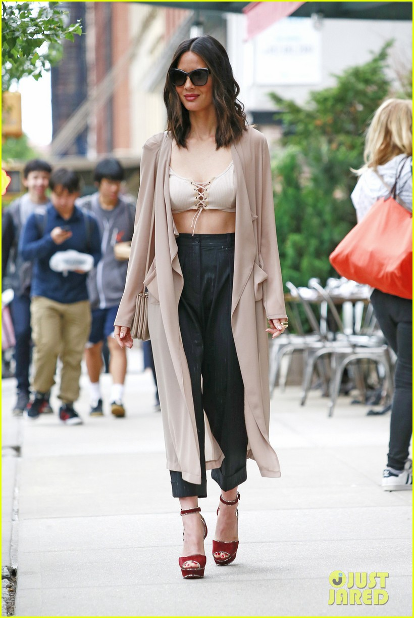olivia munn shows off some leg in nyc033911688