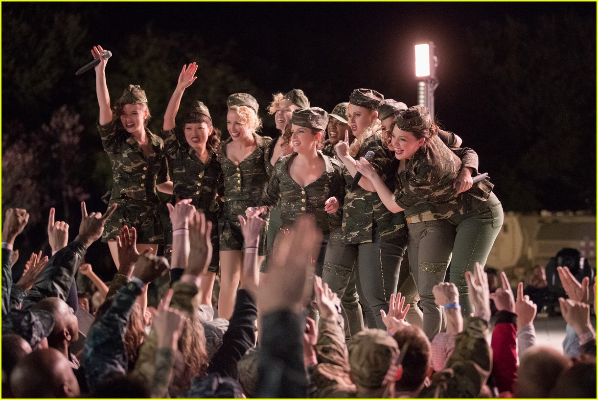 pitch perfect 3 trailer watch the bellas head overseas 013919244