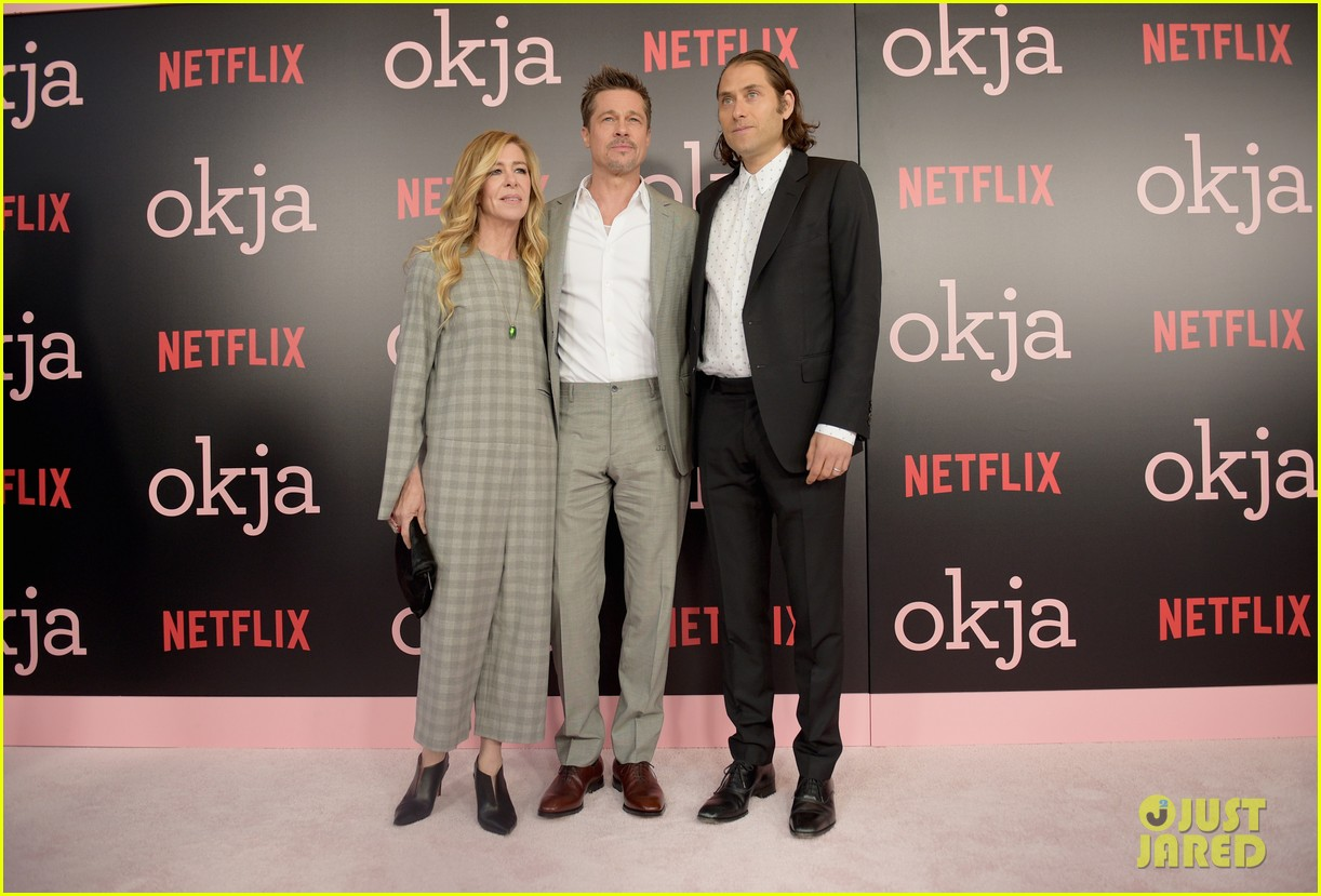 brad pitt gives out lots of hugs at okja nyc premiere 033911507