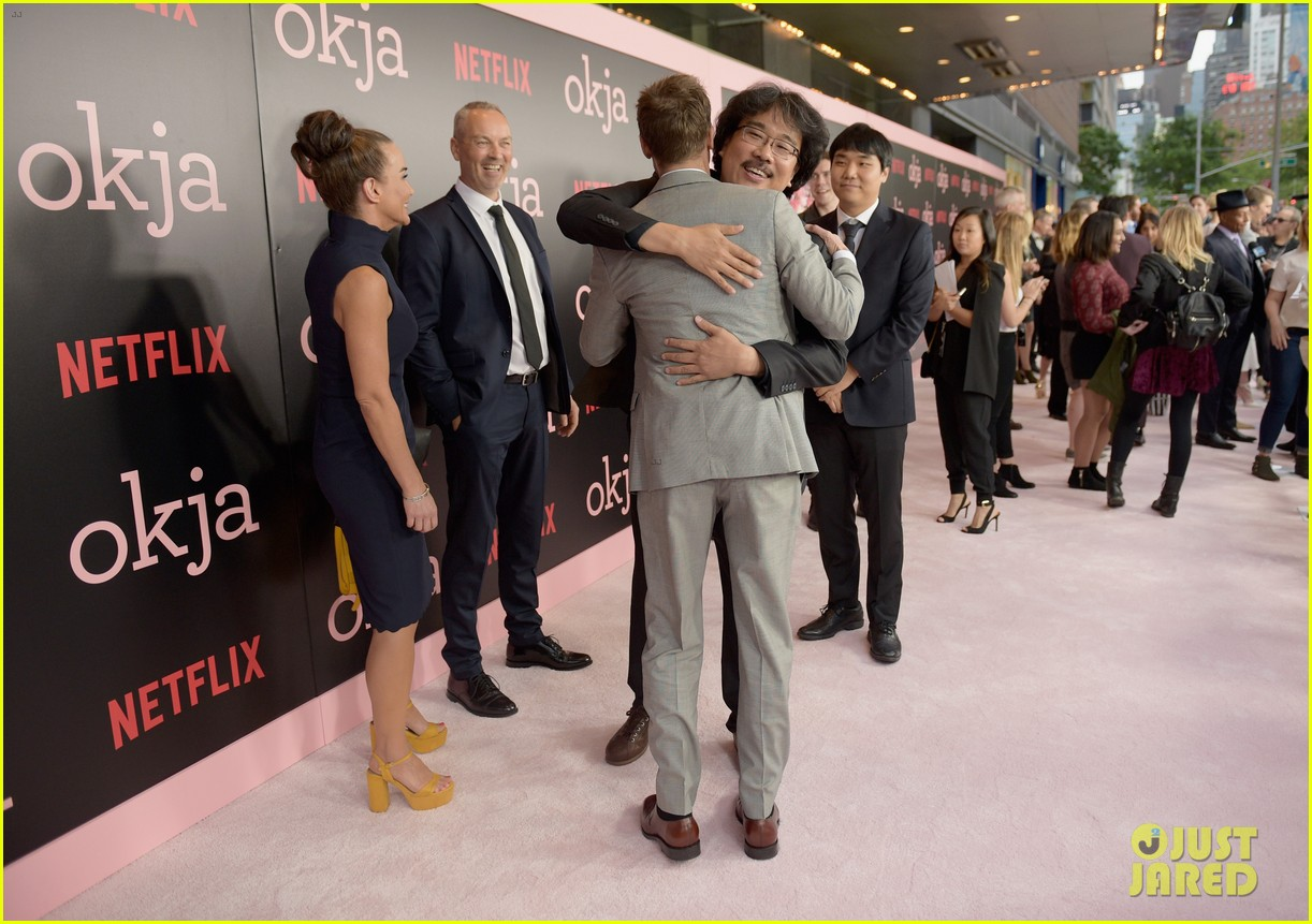 brad pitt gives out lots of hugs at okja nyc premiere 053911509