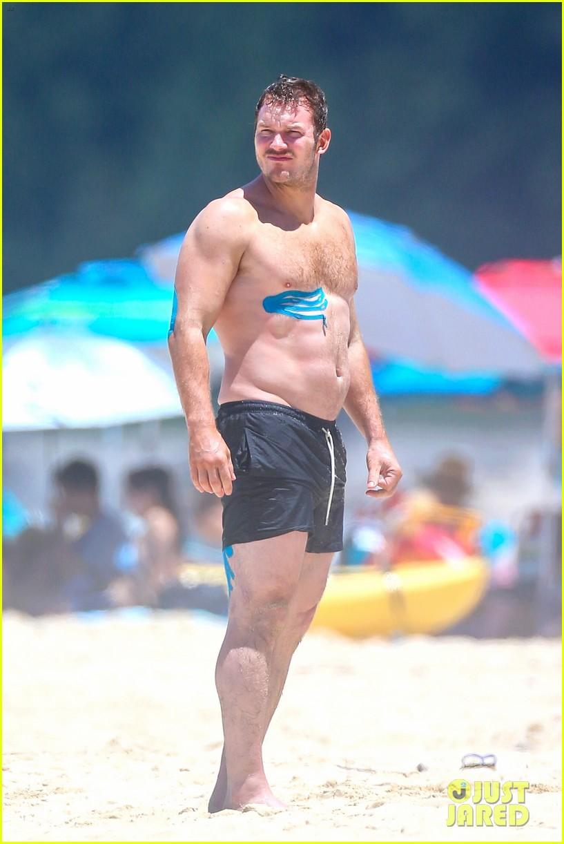 Chris Pratt and Anna Faris Hit the Beach: See His Super