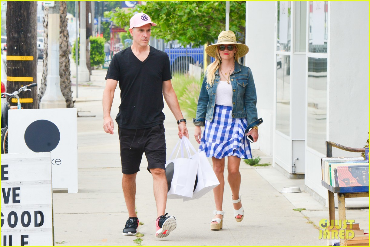 reese witherspoon jim toth lunch venice beach 143909120