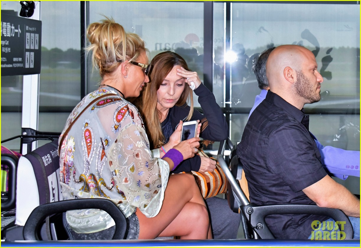britney spears arrives in japan to kick off her asia tour 023907710