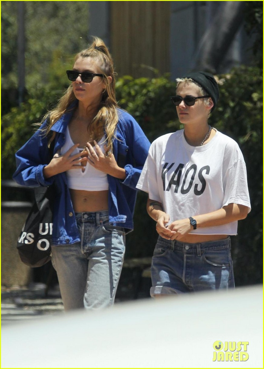 kristen stewart and stella maxwell wear matching outfits for shopping trip 033920119