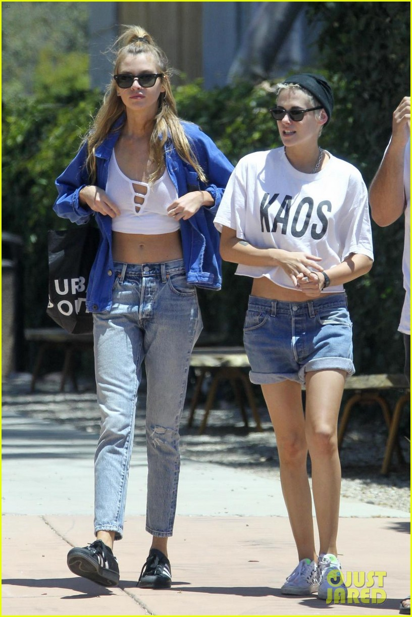 kristen stewart and stella maxwell wear matching outfits for shopping trip 043920120
