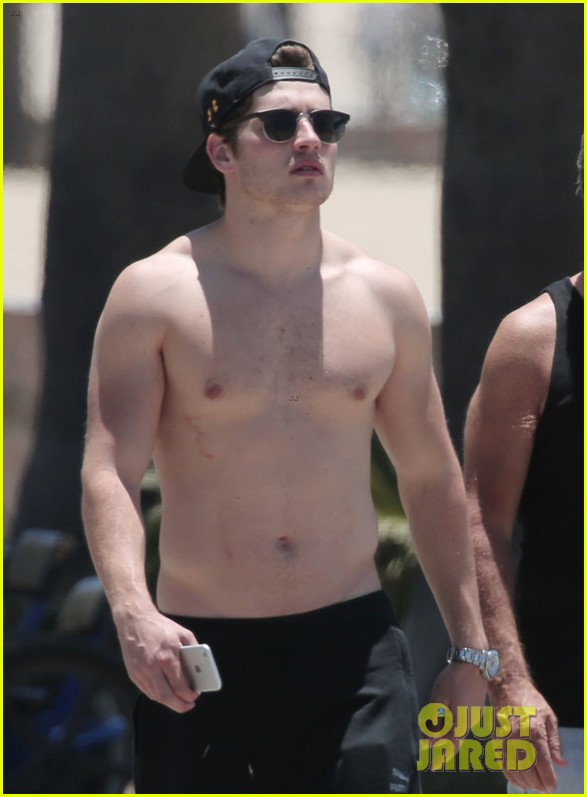 gregg sulkin goes shirtless in santa monica053914634