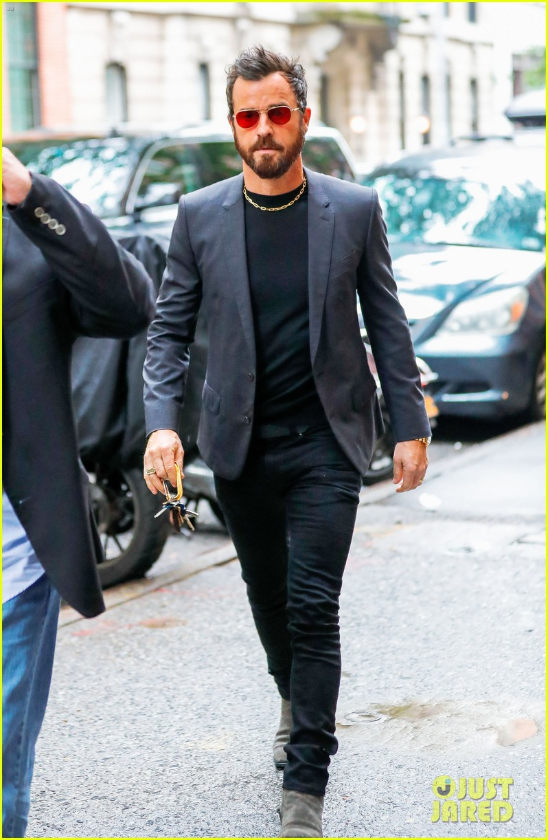 justin theroux reveals why jennifer aniston sometimes wont practice scripts with him 053907491
