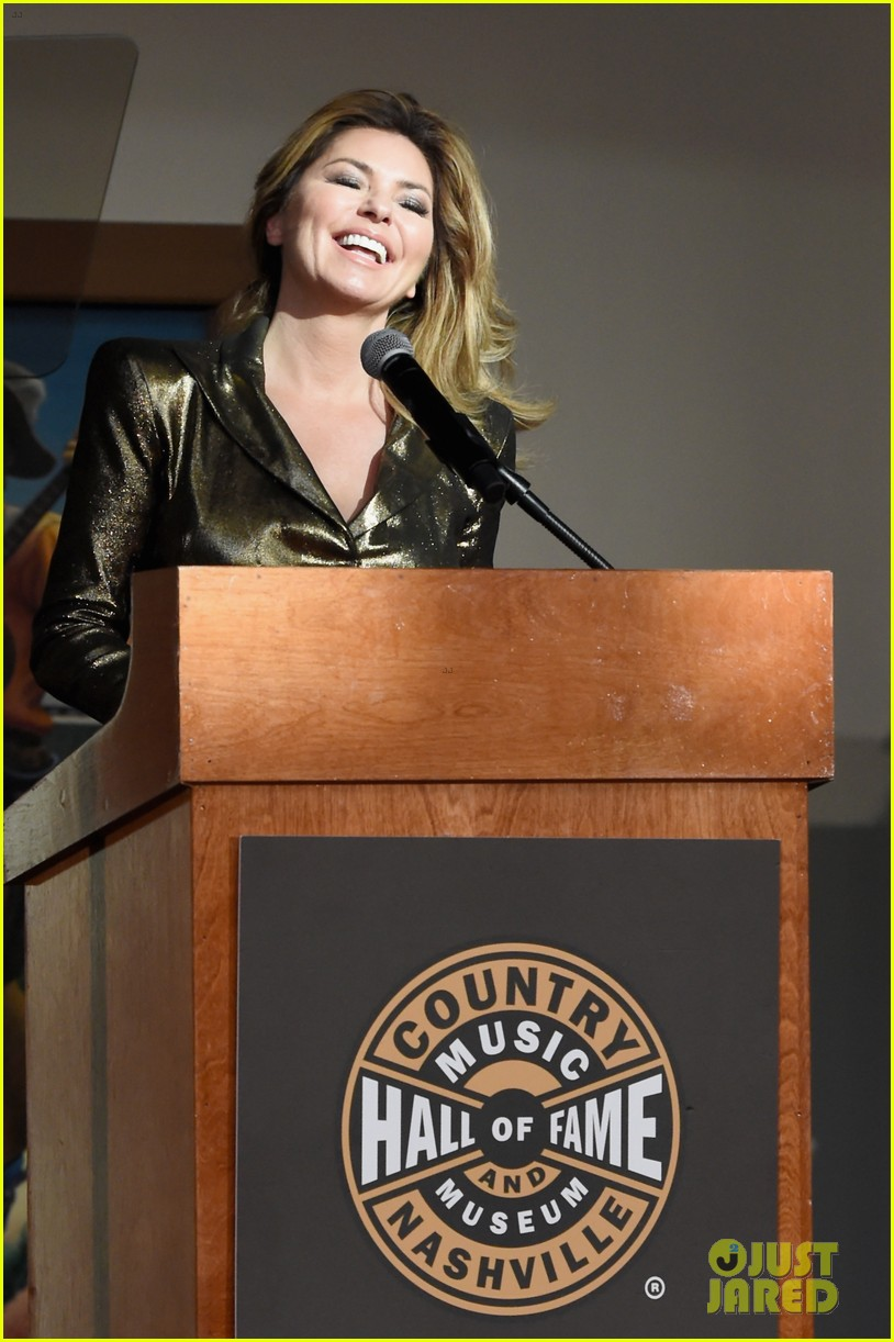 shania twain celebrates her country music hall of fame exhibit opening 023921075