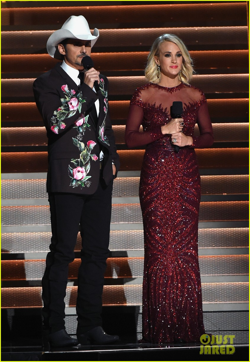 carrie underwood and brad paisley will host cma awards for 10 th straight year 043912434
