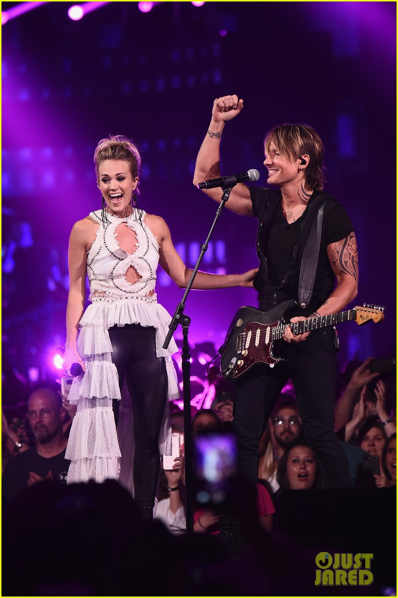 carrie underwood and keith urban perform the fighter with a new twist at cmt awards 2017 063910923