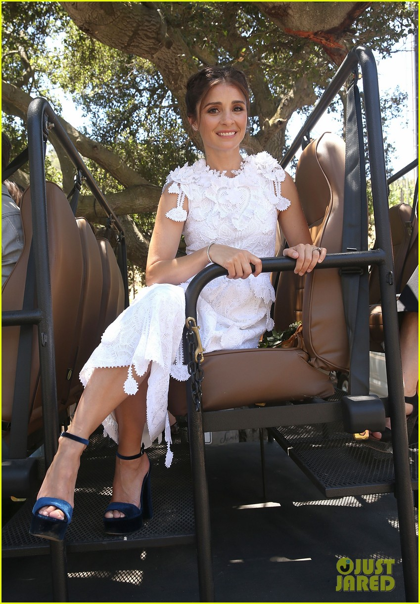 unreal season 3 pushed to 2018 constance zimmer reveals 093909334