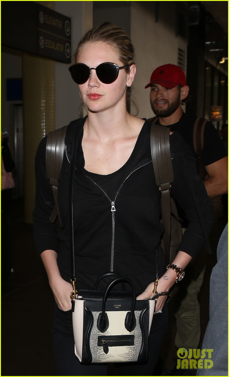 kate upton jets out of lax airport033910363
