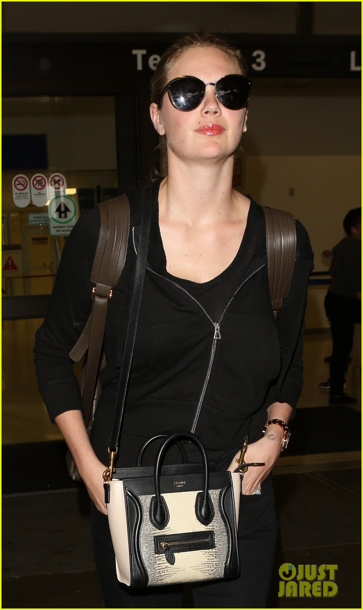 kate upton jets out of lax airport113910371