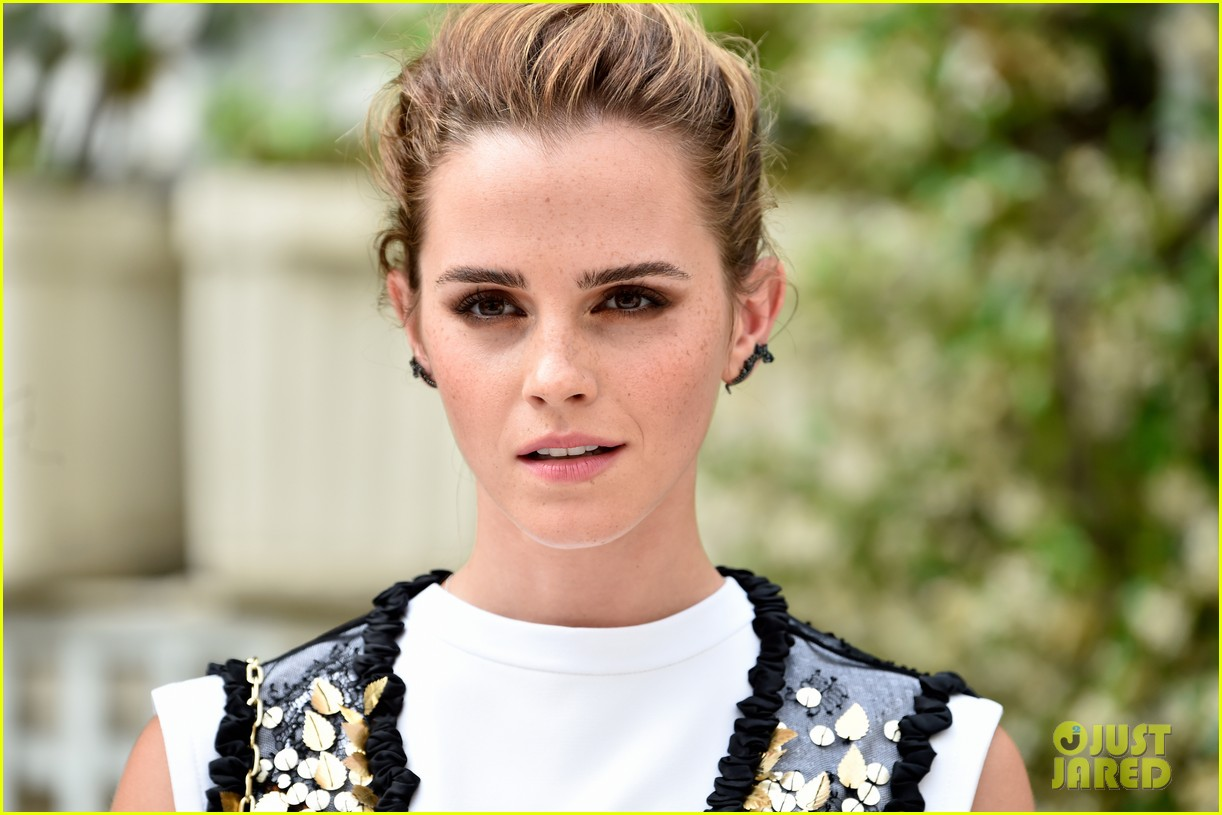 emma watson circle photo call paris 043918175