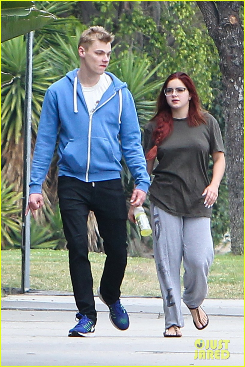 ariel winter levi meaden enjoy afternoon outing in la013907986