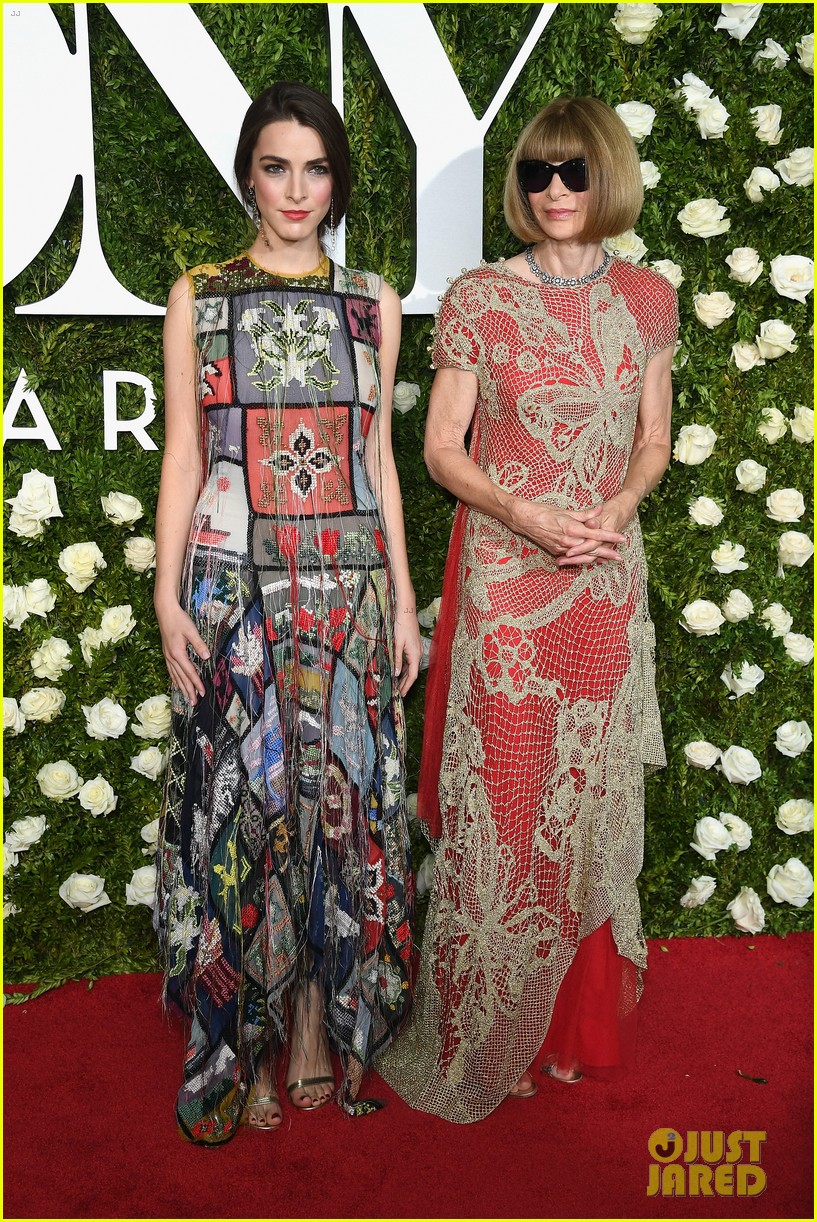 anna wintour bee shaffer tony awards 2017 013912646