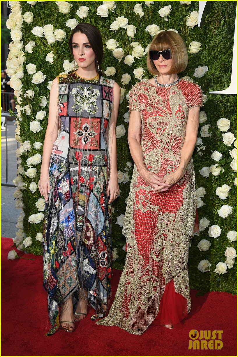 anna wintour bee shaffer tony awards 2017 023912647
