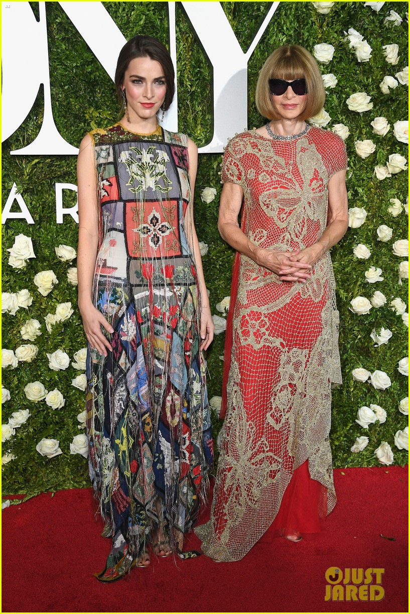 anna wintour bee shaffer tony awards 2017 043912649