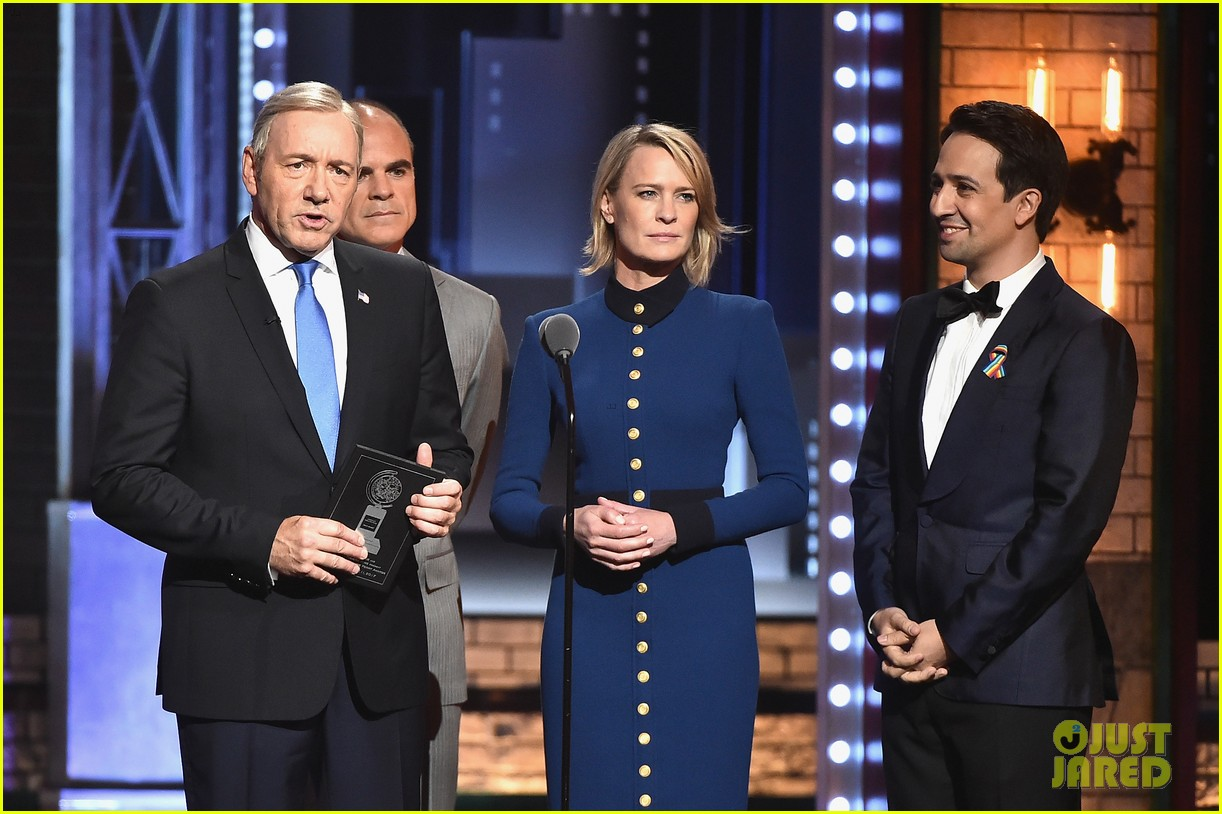 kevin spacey robin wright michael kelly tony awards 2017 023913037