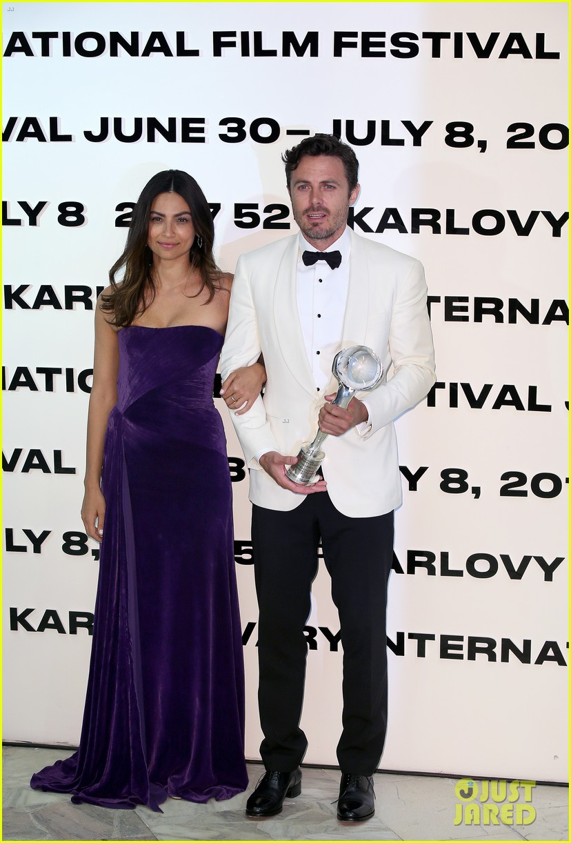 casey affleck gets girlfriend floriana limas support at karlovy vary 013922349