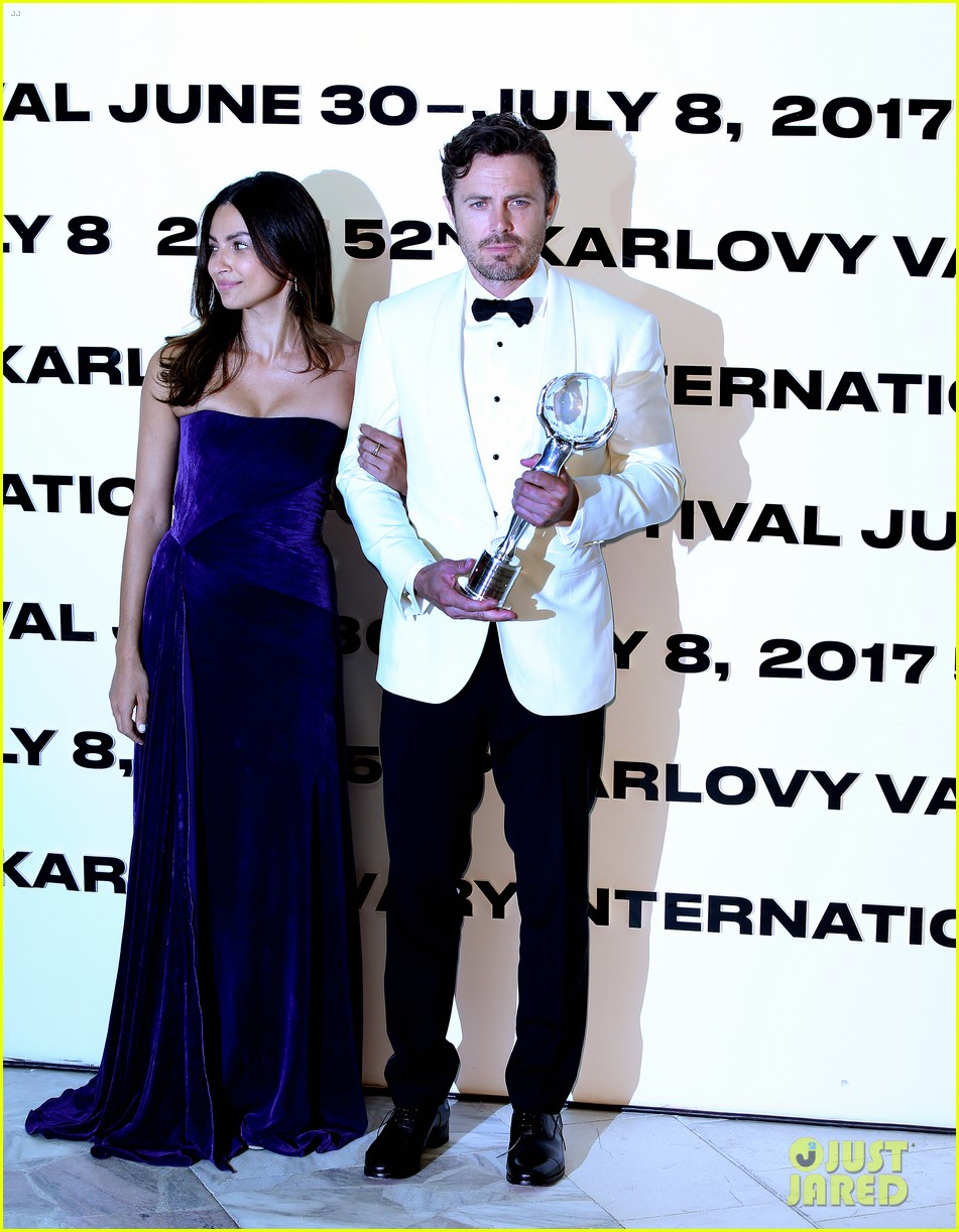 casey affleck gets girlfriend floriana limas support at karlovy vary 033922351
