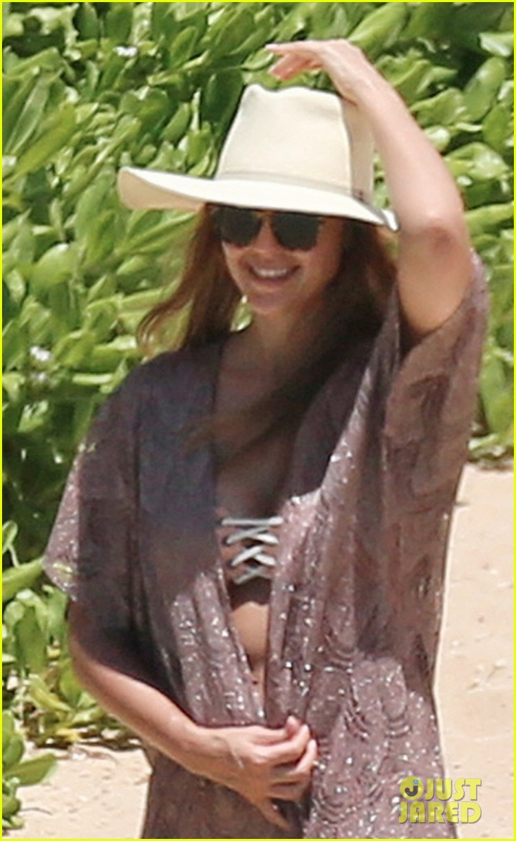 jessica alba lounges in a bikini with shirtless cash warren 013928754