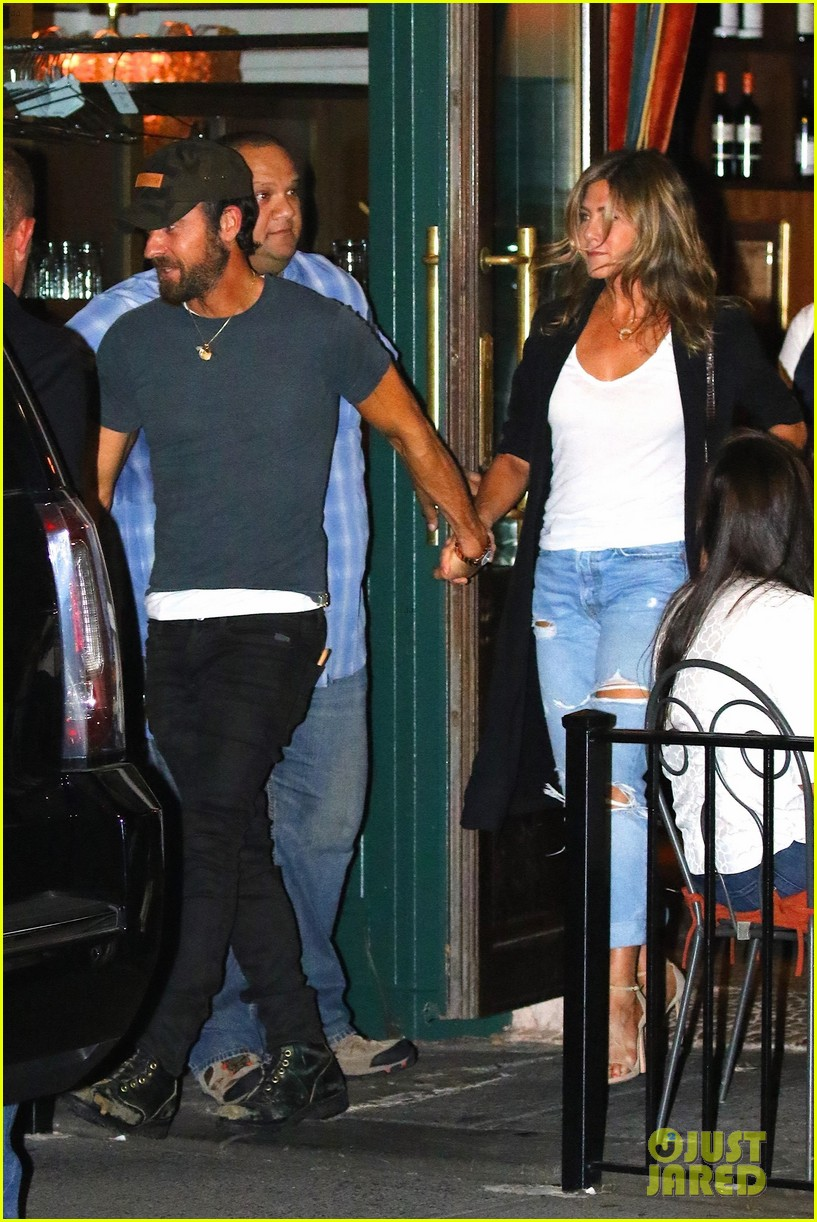 jennifer aniston justin theroux hold hands on date night 043930028