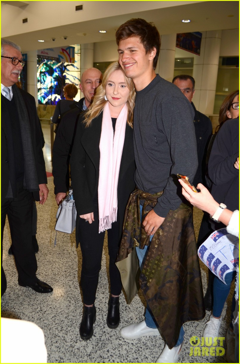 ansel elgort gets greeted by fans at australia airport 013926387