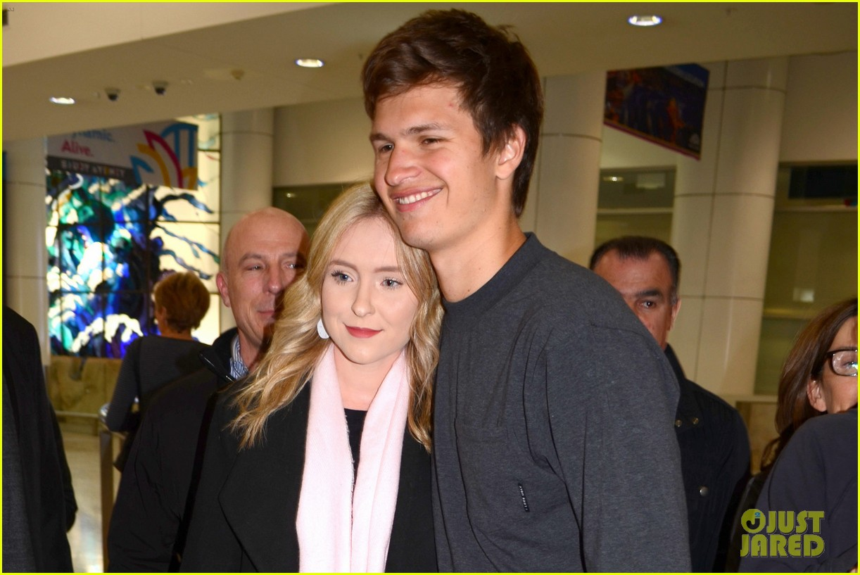 ansel elgort gets greeted by fans at australia airport 073926393